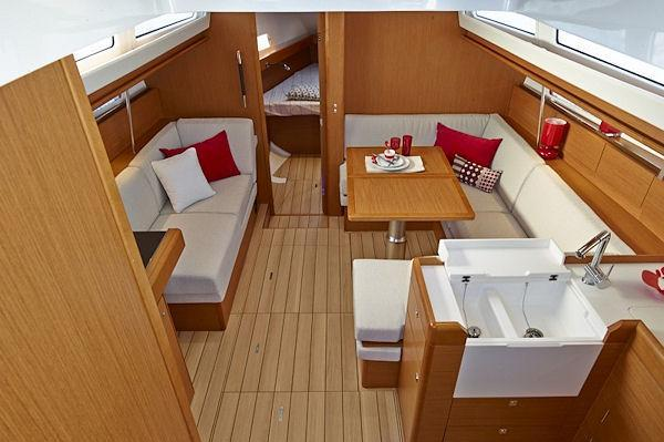 This 41.0' Jeanneau cand take up to 6 passengers around Road Town