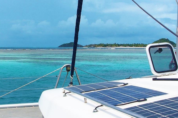 Discover Tortola surroundings on this 440 Lagoon boat