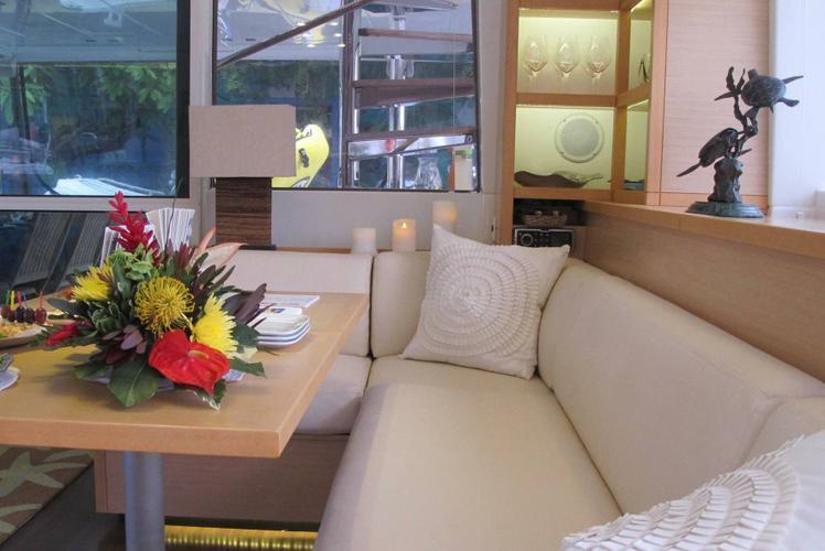 This 56.0' Lagoon cand take up to 6 passengers around Tortola