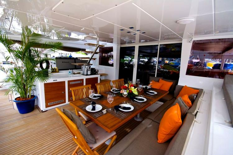 This 62.0' Lagoon cand take up to 8 passengers around Tortola