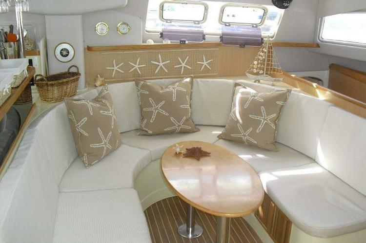 This 45.0' Leopard cand take up to 6 passengers around Tortola