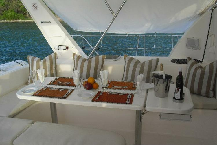 Discover Tortola surroundings on this 45 Leopard boat
