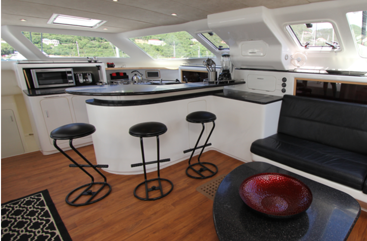 Discover Tortola surroundings on this 520 Voyage boat