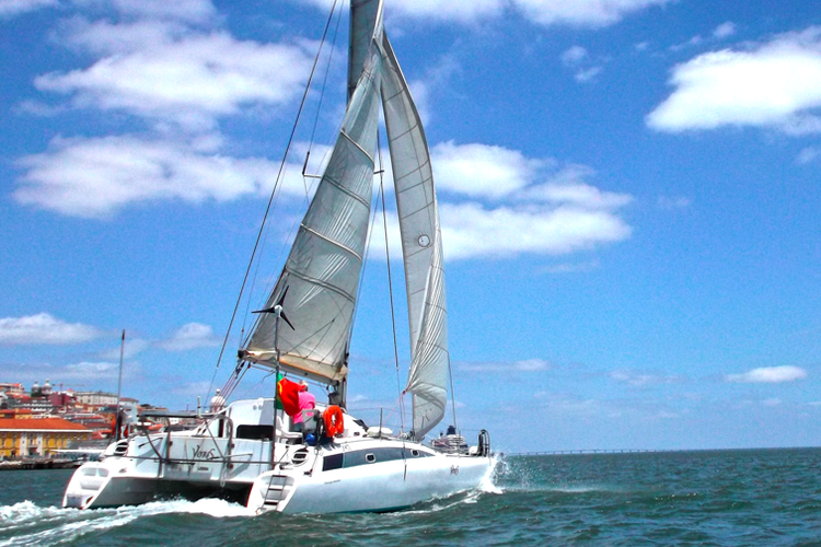 Catamaran boat for rent in Alcantara
