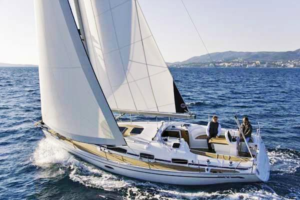 Discover Athens surroundings on this Cruiser 34 Bavaria boat