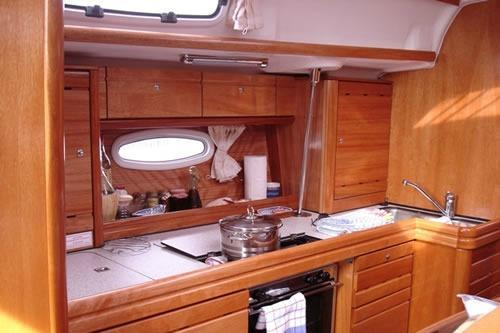 Discover Athens surroundings on this Cruiser 39 Bavaria boat