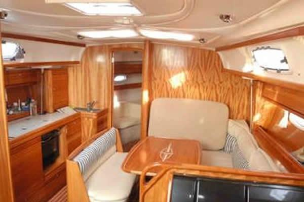 This 39.0' Bavaria cand take up to 6 passengers around Athens