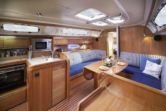This 40.0' Bavaria cand take up to 6 passengers around Athens