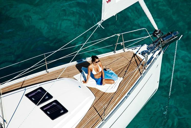Discover Athens surroundings on this Cruiser 46 Bavaria boat