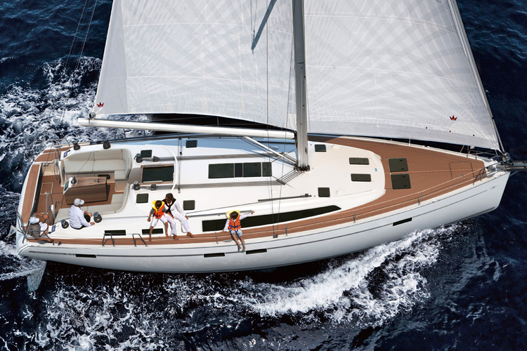 Enjoy the ideal holiday in Greece on this luxurious sailboat