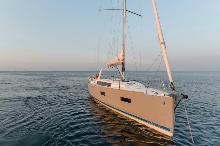 37.0 feet Beneteau in great shape