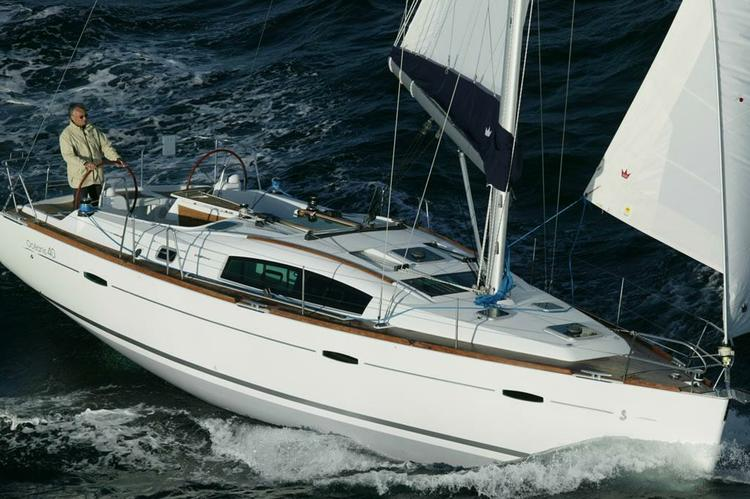 This 40.0' Beneteau cand take up to 6 passengers around Athens