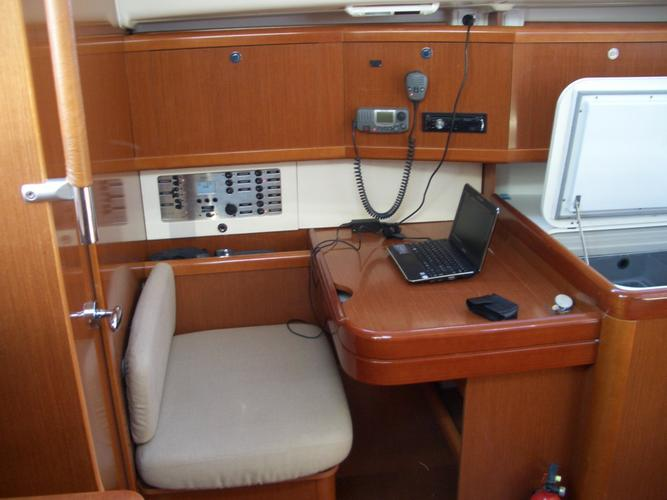 This 40.0' Beneteau cand take up to 8 passengers around Grosseto