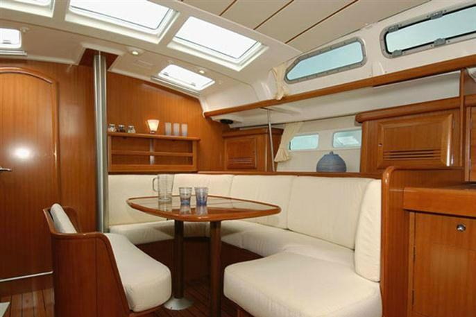 Discover Athens surroundings on this  Oceanis 423 Beneteau boat