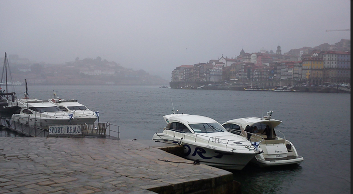 Cruiser boat rental in Marina do Freixo,