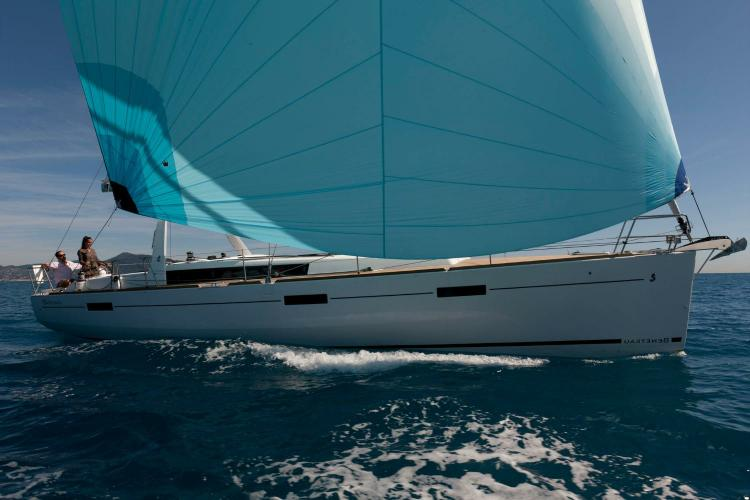 Discover Athens surroundings on this Oceanis 45 Beneteau boat