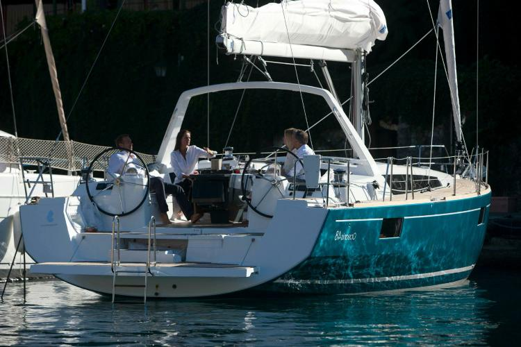 Discover Athens surroundings on this  Oceanis 48 Beneteau boat