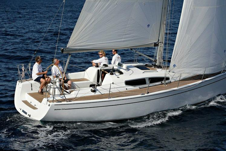 This 35.0' Dehler cand take up to 4 passengers around Athens