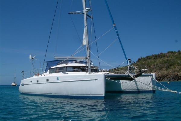 Discover Athens surroundings on this Belize 43 Fountain Pajot boat