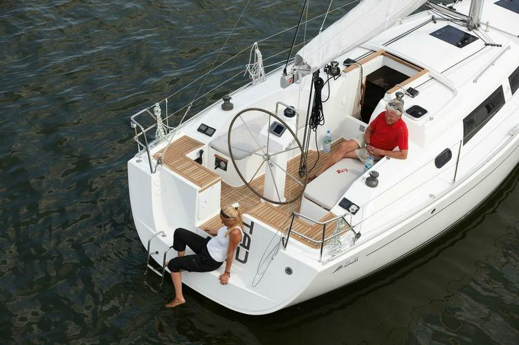 Up to 4 persons can enjoy a ride on this Hanse boat