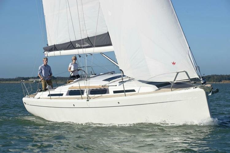 This 34.0' Hanse cand take up to 6 passengers around Athens