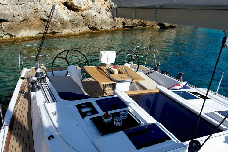 Up to 6 persons can enjoy a ride on this Hanse boat