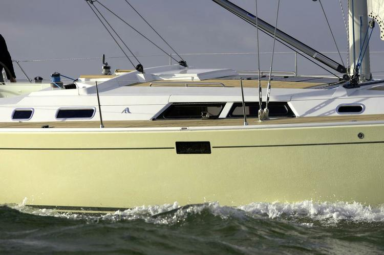 Up to 8 persons can enjoy a ride on this Hanse boat
