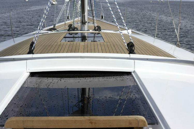 Discover Athens surroundings on this 470 Hanse boat