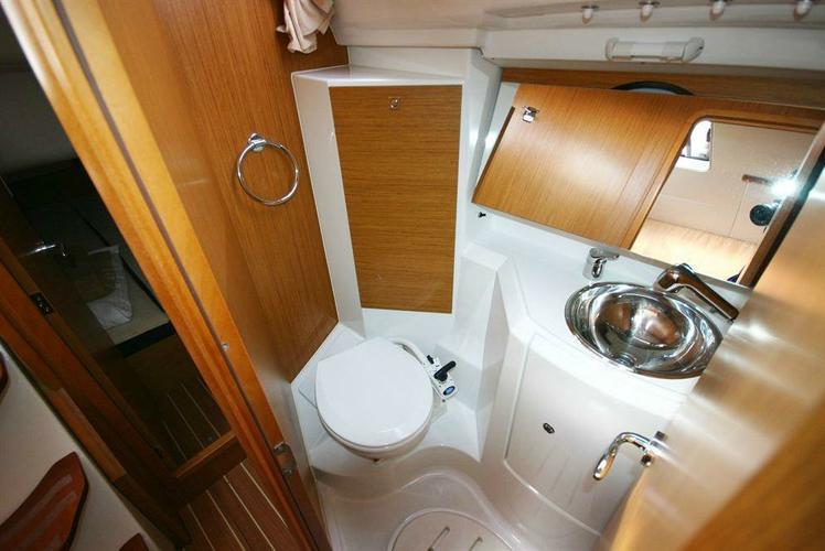 Cruiser boat rental in Athens,