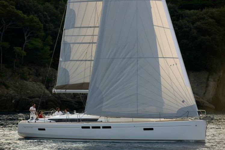 Discover Athens surroundings on this Sun Odyssey 509 Jeanneau boat