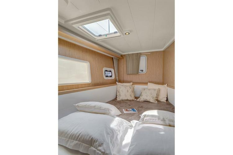 Boat for rent Lagoon 40.0 feet in Athens, Greece