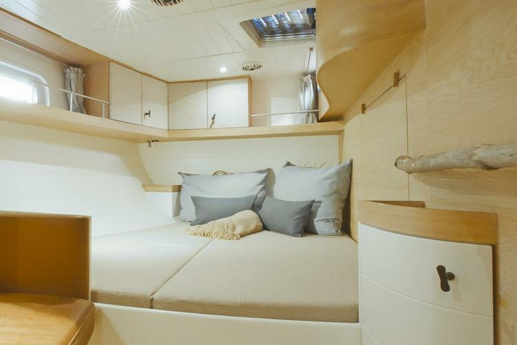 This 68.0' Opus cand take up to 7 passengers around Athens