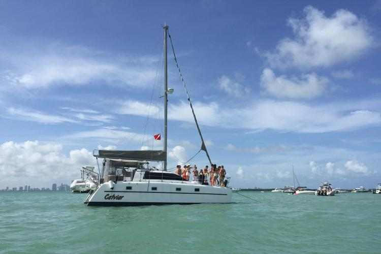 This 35.0' Victory cand take up to 12 passengers around Key Biscayne