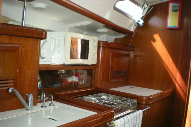 Discover Athens surroundings on this Oceanis 393 Clipper Beneteau boat
