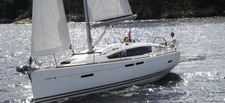 Cruise the Tampa Bay area on this great Jeanneau!