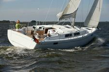 Sail away in Greece with this stunning Hanse 385