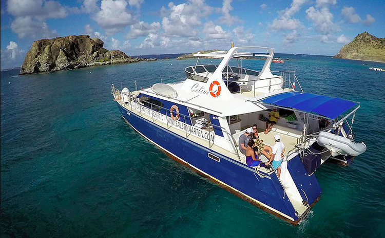 Discover Sint Maarten surroundings on this Custom Custom boat