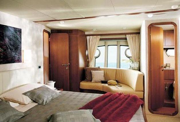 Discover Phuket surroundings on this Ferretti 680 Ferretti 680 boat