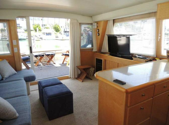 Discover San Diego surroundings on this Navigator 53 Navigator boat