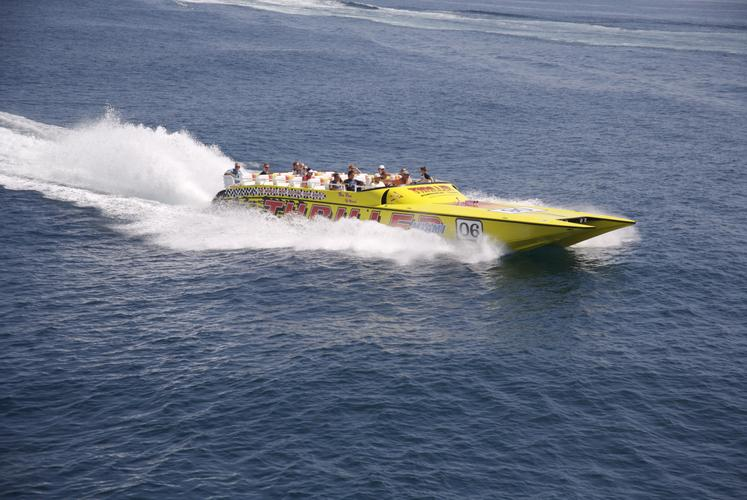 This 55.0' Thriller Boat cand take up to 36 passengers around Miami