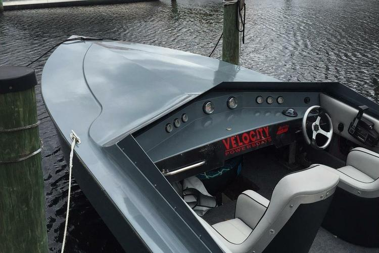 Up to 4 persons can enjoy a ride on this Performance boat