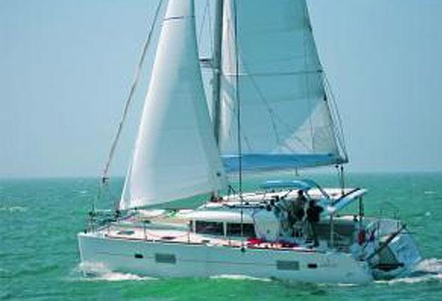 Sleeps 8 in comfort Cruising Catamaran Rental in Koh Keaw
