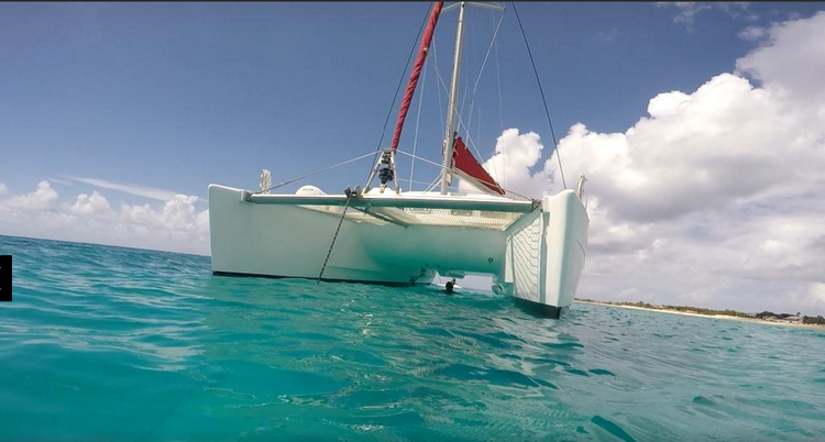 This 40.0' Lagoon cand take up to 20 passengers around St. Maarten