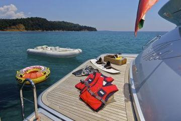 Boating is fun with a Azimut in Elliniko