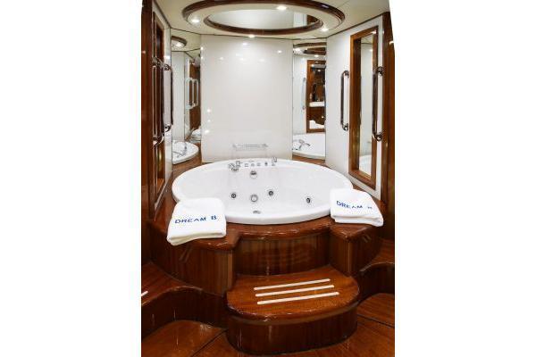 Boat for rent Giant 99.0 feet in Elliniko, Greece