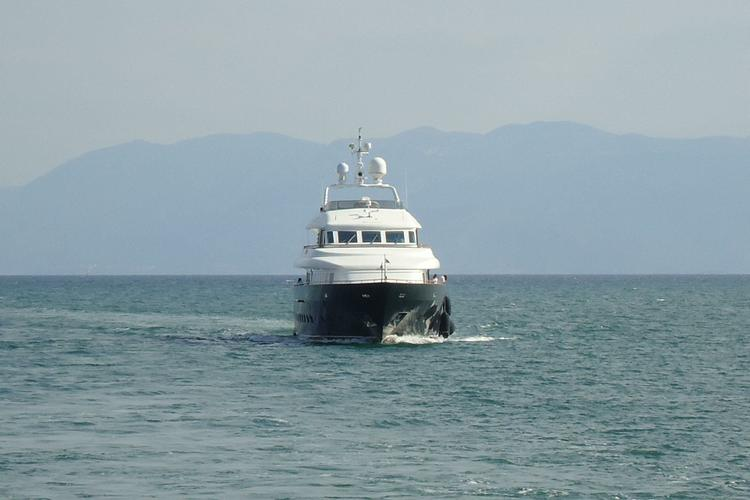 This 138.0' Intermarine SPA cand take up to 12 passengers around Elliniko