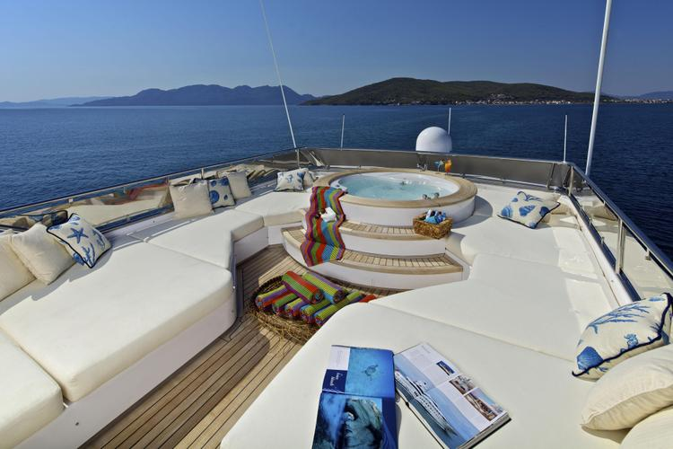Boating is fun with a Motor yacht in Elliniko