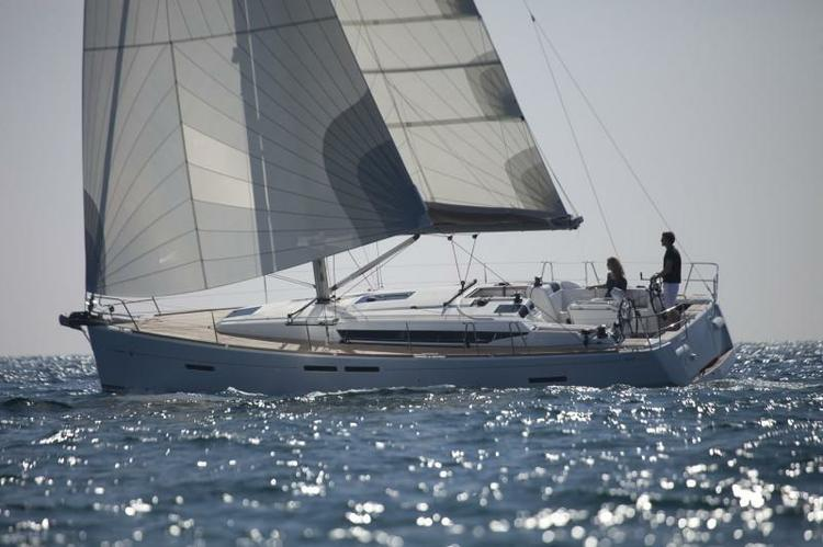 Discover Annapolis surroundings on this Sun Odyssey 409 Jeanneau boat