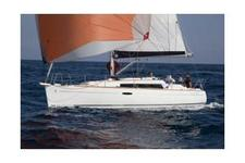 Enjoy a romantic getaway aboard this Oceanis 31