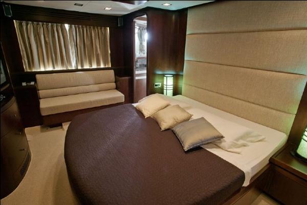Climb aboard this Azimut / Benetti Yachts
